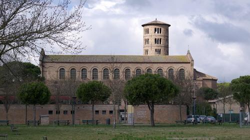 Veduta laterale di Sant'Apollinare in Classe