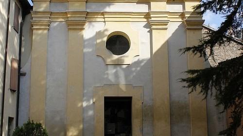 La facciata della chiesa di Sant'Eufemia, ingresso della Domus dei Tappeti di Pietra