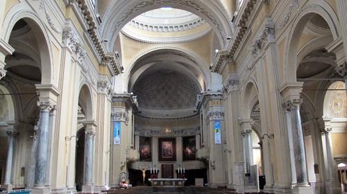 L'interno della cattedrale metropolitana della Risurrezione di Nostro Signore Gesù Cristo