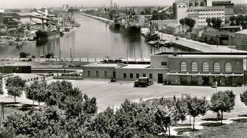 Stazione ferroviaria e porto, cartolina, Fondo Gambi (copyright Biblioteca Classense)