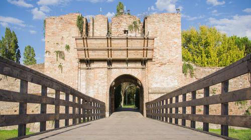 L'ingresso della Rocca Brancaleone