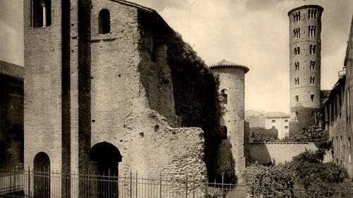 Il fianco del Palazzo di Teoderico con la Torre di Sant'Apollinare, Edizioni Alinari, 1927