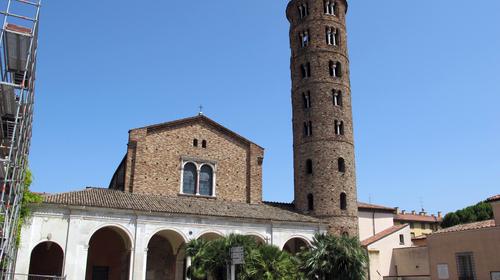 La facciata di Sant'Apollinare Nuovo