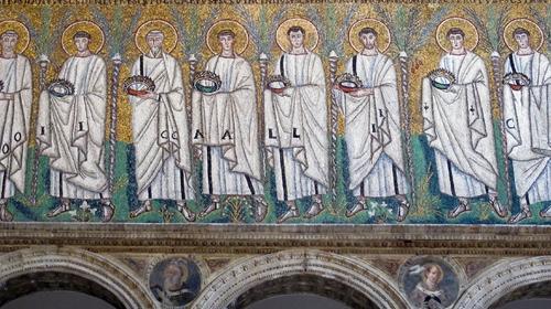 Mosaico che raffigura i Santi Martiri Offerenti all'interno di Sant'Apollinare Nuovo