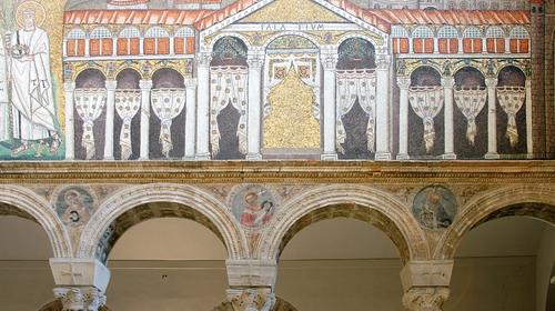Mosaico che raffigura il Palazzo di Teoderico all'interno di Sant'Apollinare Nuovo