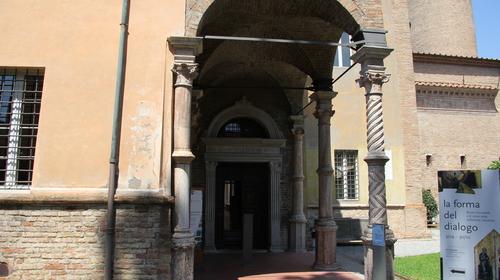 L'ingresso del Museo Nazionale all'interno del Complesso di San Vitale