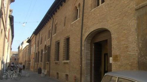 La facciata di Casa Traversari
