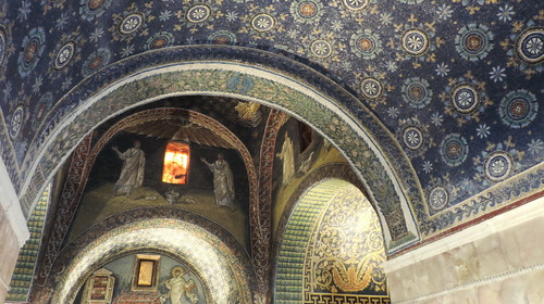 I mosaici che decorano l'interno del Mausoleo di Galla Placidia
