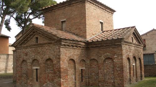 Veduta dal retro del Mausoleo di Galla Placidia